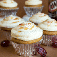 Root Beer Cupcakes with Cream Soda Buttercream Frosting + VIDEO